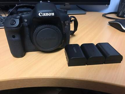 Canon 7D Mk1 Body Only, 3 batteries, charger in original box