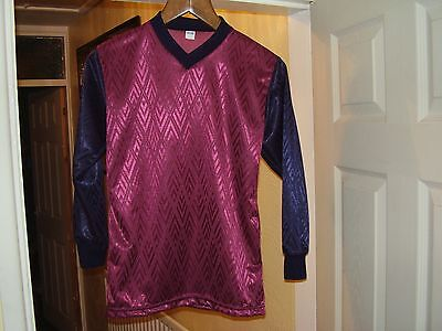 15 X 30/32 CHEST ,SUIT 9-10 YEARS OLD.MAROON BODY/NAVY SLEEVES