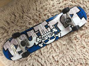 Neuf-skateboard/planche à roulettes