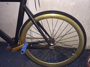 Fixie / fixed gear bike