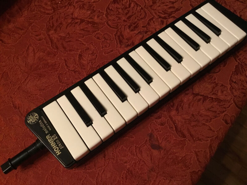 Vintage Hohner Melodica Piano 26 Instrument In Excellent Condition