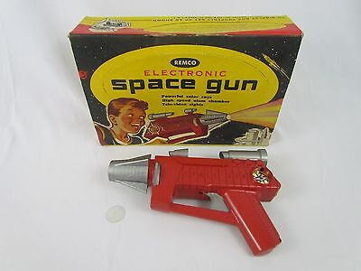 Vtg 1953 ELECTRONIC SPACE RAY GUN by REMCO in Original Display Box Lost in Space