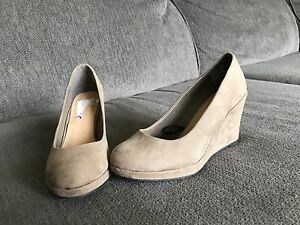 Brand new never worn size 5 wedges