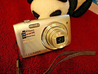 Nikon COOLPIX S3500 20.1MP Digital Camera - Silver