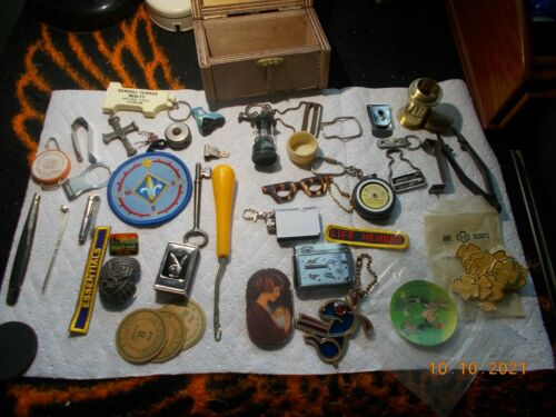 Lot of Collectible Miscellaneous Pieces Scouts, Keyrings, small chest    [LOT 1]