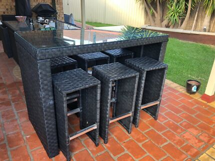 Outdoor bar table with 6 chairs