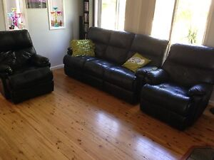 Very good quality leather lounge Edgeworth Lake Macquarie Area Preview