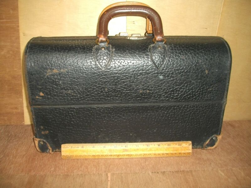 R977   Antique Leather Doctor