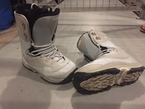 Women's Liquid Snowboard Boot Size 6