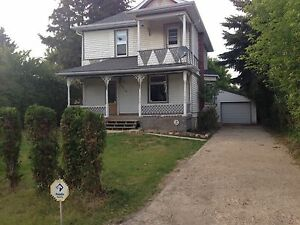 Large family rental house Tofield
