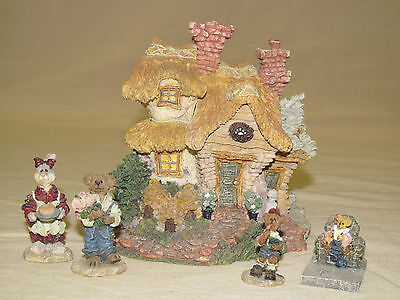 Boyds Town Village #2 Bailey's Cozy Cottage 7E/3736 & 3 Piece Accessory Set
