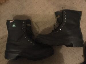 Safety boots size 8.5,