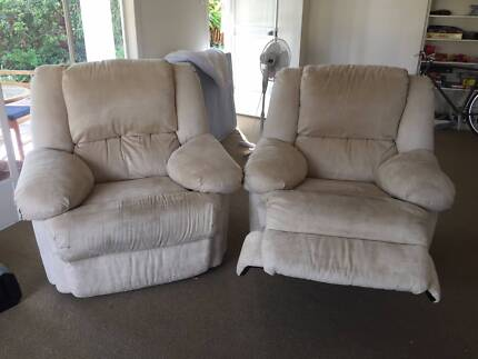 COUCH SET: Reclinable x2 Arm Chairs + x1 Three-Seater