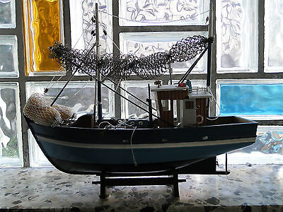 Schiffsmodell aus Holz Fischerboot Fischkutter Trawler