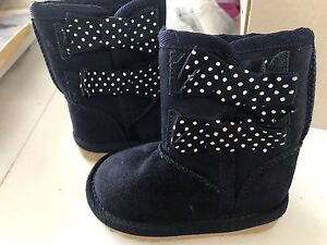 Size 4 baby boots - EUC