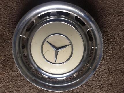 Hub cap Mercedes Benz merc Tootgarook Mornington Peninsula Preview