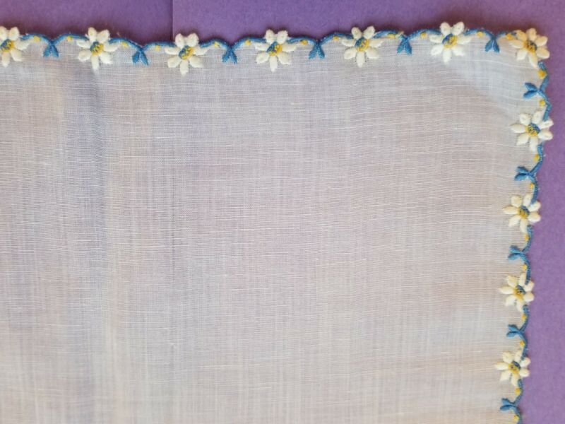 """VINTAGE LINEN MADEIRA HAND EMBROIDERED DAISY FLORAL HANDKERCHIEF HANKY 10"""""""