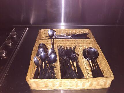 Stanley Rogers cutlery set $20