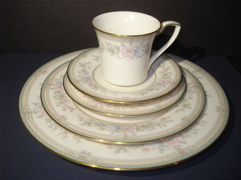 """NORITAKE """"Bentley"""" 5 PIECE SETTING,DINNER,LUNCHEON,SALAD PLATES,CUP/SAUCER,L/NEW"""