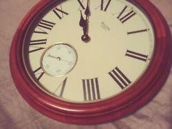 Elegant 14 BULOVA Roman Numeral Stained Oak Wall Quartz Clock C4592 w/ 2nd hand