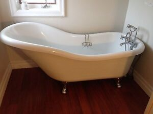 Freestanding soaker tub with faucet