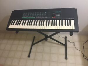 YAMAHA Keyboard and Power Supply
