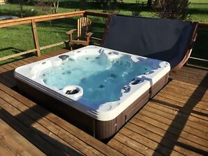 Coast Spa Northwind Manathan 92x92 - 7places assise 52 jets
