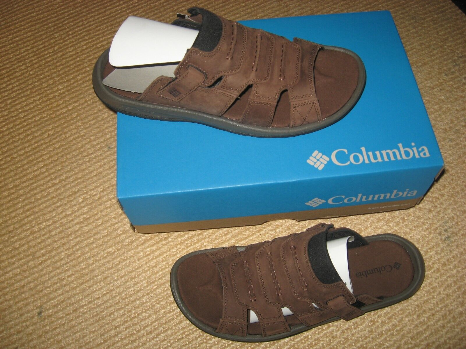 NWT* MENS COLUMBIA BRAND - LEATHER SANDALS * SIZE 9