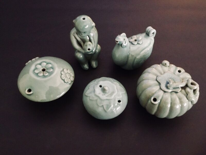 Set Of 5 early Korean porcelain water droppers. (1668).