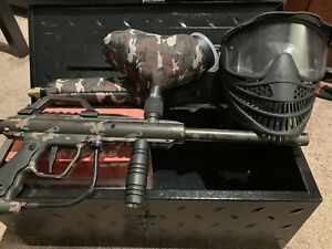 JT paint ball gun with mask and paint