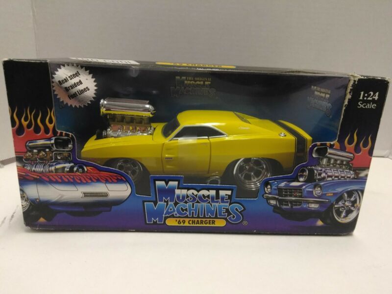 NIB 1/24 Diecast 2003 Too Cool Muscle Machines 69 Chevy Camaro with Box yellow