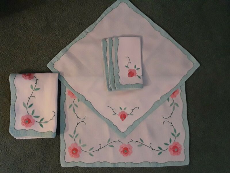 VTG White Linen (4) Placemats w Matching Napkins PINK GREEN Applique Embroidery