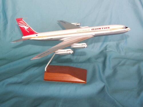 QANTAS AIRWAYS BOEING 707 DESK MODEL   SKYMARKS EXECUTIVE