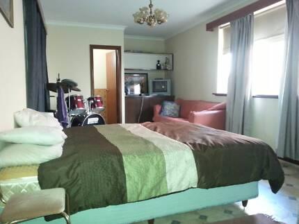 granny flat- studio available Hamilton Hill Cockburn Area Preview