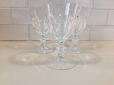 Verre à vin en cristal.Modèle Rambouillet.H: 84 mm .Cristal d'Arques France