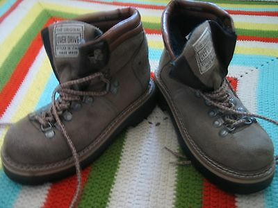2751ed24957 Mountaineering Hiking Boots - 2 - Trainers4Me