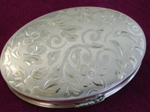 Large Dorset Fifth Avenue Sterling Silver Powder Compact      ..L3355