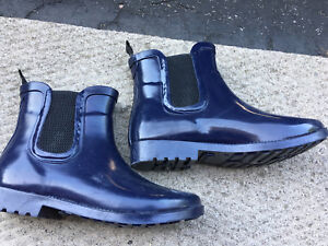 GOOD CONDITION NAVY BLUE ANKLE RUBBER BOOTS