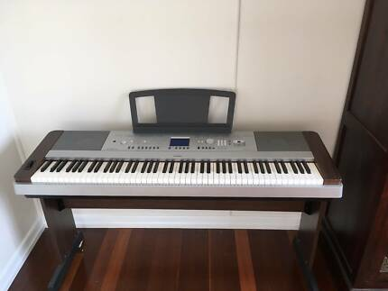 YAMAHA DGX640 - Portable Grand Piano / Keyboard