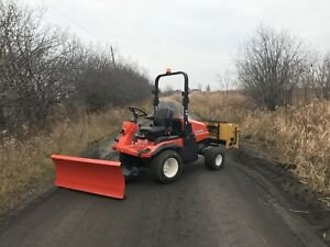 KUBOTA F2880 WITH SNOW PLOW AND SALTER - SIDEWALK TRACTOR