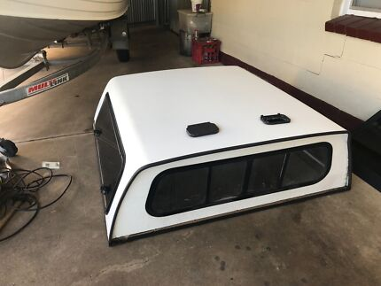 Fibre glass canopy good condition fit Toyota hilux dual cab
