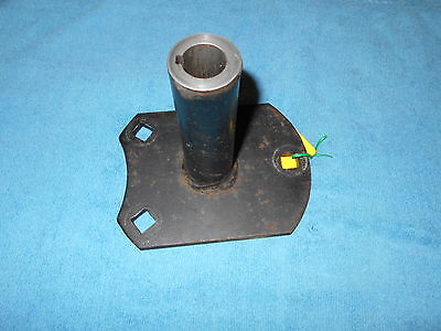Photo AM38607 John Deere 116 Axle Hub