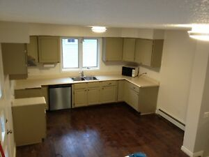 AVAILABLE IMMEDIATELY 3 bed Home