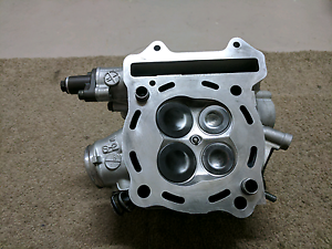 Drz400sm cylinder head complete Strathpine Pine Rivers Area Preview