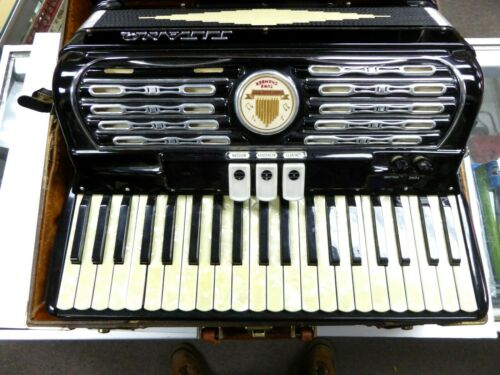 Titano Ideal Accordion musical instrument Italian Excellent Condition With Case