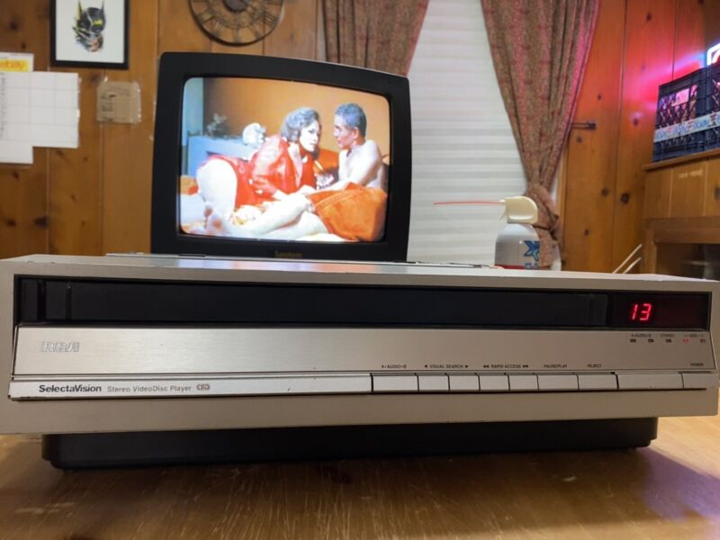 RCA Selectavision SJT-200 CED Videodisc Player TESTED and in good condition.
