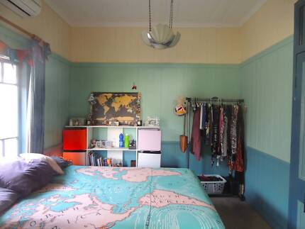 Two rooms available in lovely Dutton Park Queenslander
