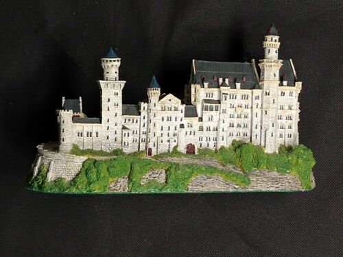 Danbury Mint Enchanted Castles of Europe - Neuschwanstein Castle