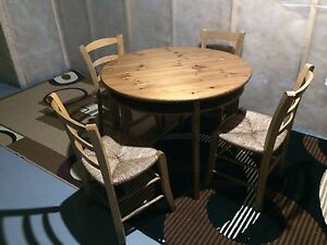 Dining table with 4 chairs for sale 100$