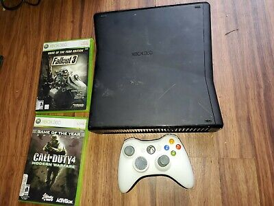 Microsoft Xbox 360 S System Console 1439 bundle & Falllout Call of Duty works